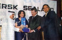 Officials from Intergroup receiving the 'Valuable Partnership' award from Poonam Datta Managing Director, Maersk Sealand UAE, Oman & Qatar
